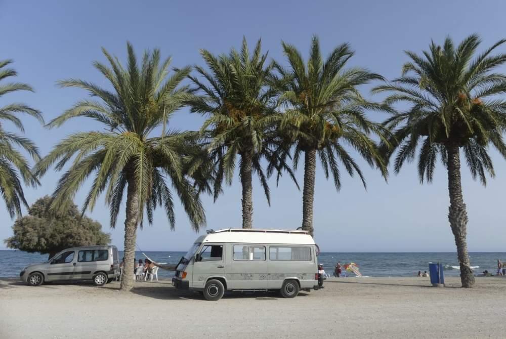 Kampeerbus Mercedes Carlos in Barcelona huren van particulier