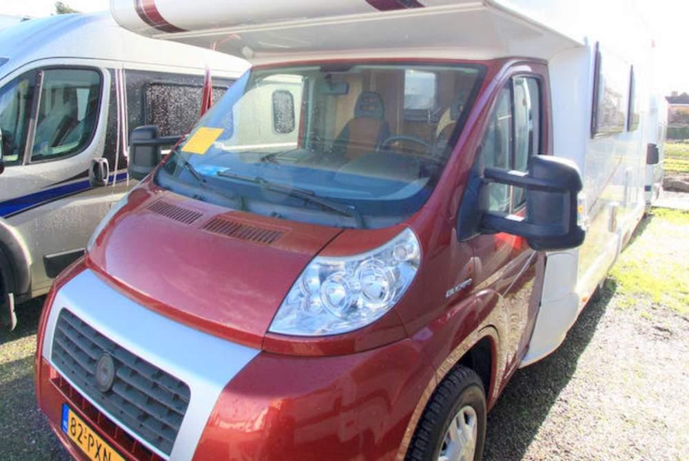 Alkoof MC Louis Fiat Ducato Happy Family Camper Stapelbed Fiat Louis in Twello huren van particulier