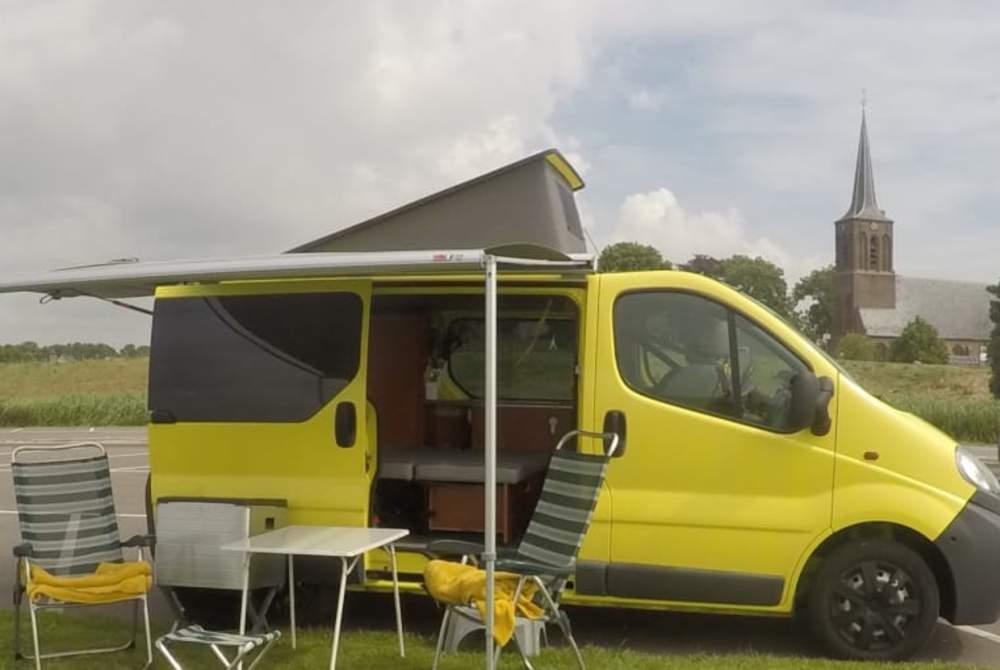 Kampeerbus Opel Vivaro Johan in Hoorn huren van particulier