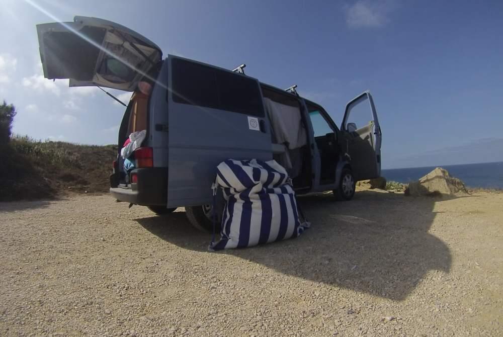 Kampeerbus Volkswagen Uwe in São Pedro da Cadeira huren van particulier