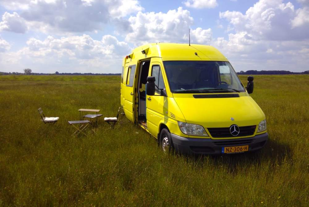 Buscamper Mercedes-Benz Passie. Sfeer. Design. — Monique staat voor je klaar in Groningen huren van particulier