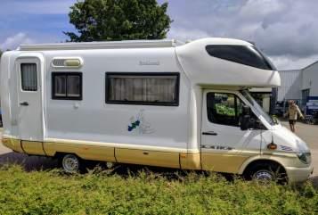 Alkoof Laika Kreos 3004 E Mercedes Benz 316 CDI Sprintshift automatik Happy Go Camper in Twello huren van particulier