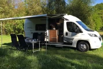 Buscamper Fiat Ducato 2.3 130pk Bart's in Den Dolder huren van particulier