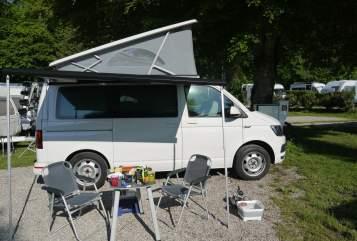 Kampeerbus VW CamperKalle in München huren van particulier