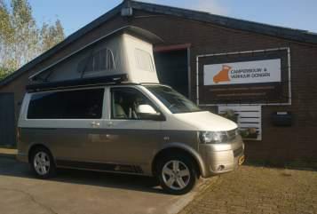 Kampeerbus Volkswagen VW T5 4 pers. in Dongen huren van particulier