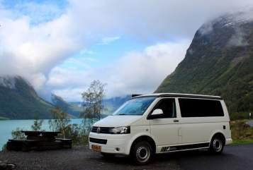 Kampeerbus Volkswagen VW T5 5 pers in Dongen huren van particulier