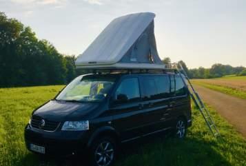 Kampeerbus VW T5 T5 Black Camper in Donaueschingen huren van particulier