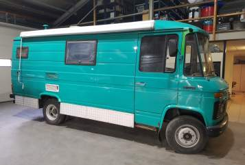 Buscamper Mercedes Benz VanLau in Arnhem huren van particulier