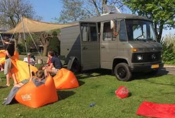 Halfintegraal Mercedes Benz Camper Ton in Amstelveen huren van particulier