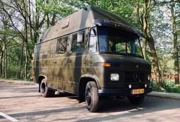 Alkoof Mercedes Benz  Camper Hector in Amstelveen huren van particulier
