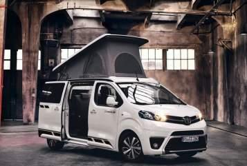 Kampeerbus Toyota Proace Moin Piet in Hamburg huren van particulier