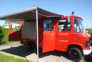 Buscamper Mercedes  Red devil in Heeswijk-Dinther huren van particulier