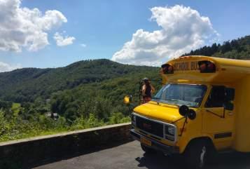 Buscamper GMC Schoolbus  in Wamel huren van particulier