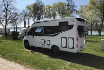 Halfintegraal Büstner Travel Van 590 in Stuttgart huren van particulier