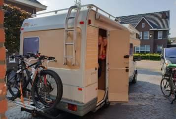 Alkoof Peugeot Pilote familiecamper in Uden huren van particulier