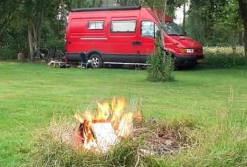 Buscamper Iveco Rode Camperbus in Zuidlaren huren van particulier