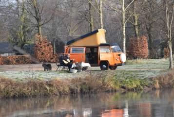 Kampeerbus Volkswagen VW T2 social wheels Wickie in Liempde huren van particulier
