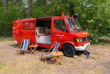Kampeerbus Mercedes Benz 310 Strandweer Rood in Lemmer huren van particulier