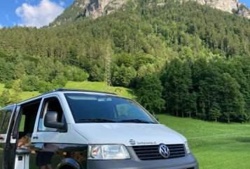 Kampeerbus Volkswagen Stoere T5 in Kaatsheuvel huren van particulier