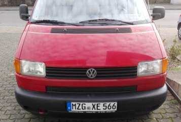 Kampeerbus Volkswagen Free Willy in Losheim am See huren van particulier