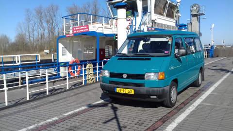 Kampeerbus Volkswagen T4 2.4D Richie in Lissabon huren van particulier