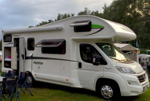 Alkoof Euramobil Forster FamilyCar in Gilching huren van particulier
