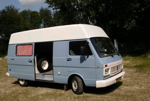 Kampeerbus Volkswagen   Wv Volkswagen in Kampen huren van particulier