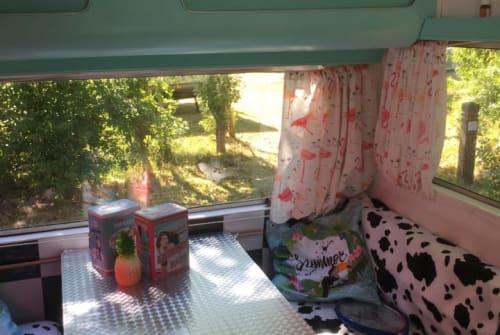Caravan Kip  The pin-up Kip in Den Haag huren van particulier
