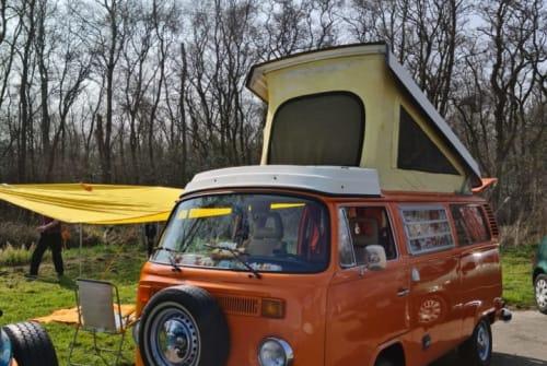 Kampeerbus Volkswagen T-2 B Orange in Amstelveen huren van particulier