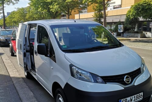 Kampeerbus Nissan William der 2. in Saarbrücken huren van particulier