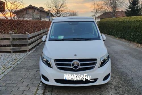 Kampeerbus Mercedes Benz Odin in München huren van particulier