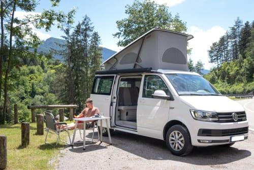 Kampeerbus VW Leo California in Adelheidsdorf huren van particulier