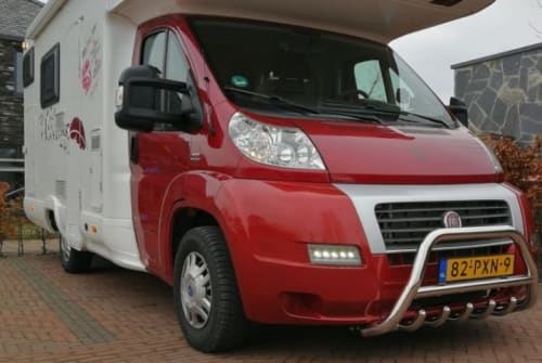 Alkoof MC Louis Fiat Ducato Happy Family Camper Stapelbed Fiat Louis in Twello huren van particulier