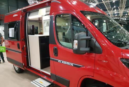 Buscamper Adria Twin Plus 540 Twin  in Schagerbrug huren van particulier