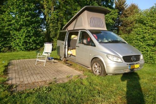 Kampeerbus Mercedes Vito 115 CDI bokje in Tilburg huren van particulier