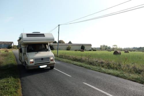 Alkoof Peugeot J5  Bambi in Stuttgart huren van particulier