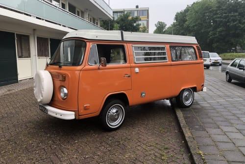 Kampeerbus Volkswagen T-2 Orange in Amstelveen huren van particulier