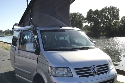 Kampeerbus VW Sanni-Cool in Frankfurt am Main huren van particulier
