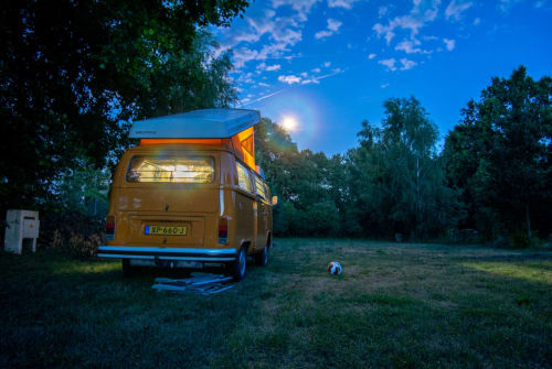Kampeerbus Volkswagen Bus Helsinki in Drachten huren van particulier