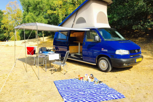 Kampeerbus Volkswagen Bright Blue in Zeist huren van particulier