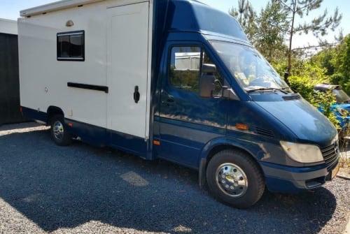 Buscamper Mercedes Truck Norris in Tilburg huren van particulier