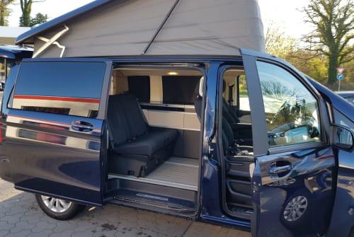 Kampeerbus Mercedes-Benz V Klasse Ole in Preetz huren van particulier