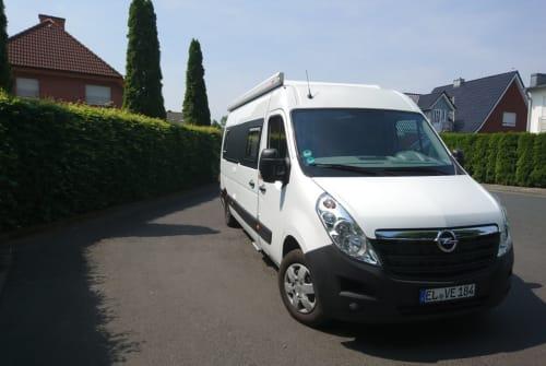 Buscamper Opel black and white in Lingen (Ems) huren van particulier