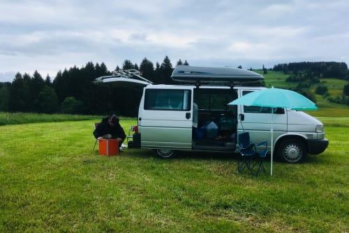 Kampeerbus Volkswagen Surferbulli in Nürnberg huren van particulier