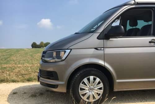 Kampeerbus VW T6  roadrunner in Stuttgart huren van particulier