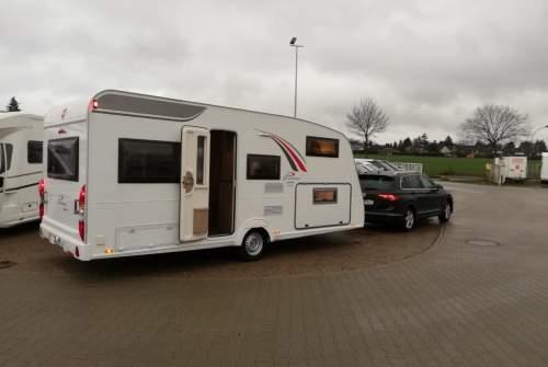 Caravan Bürstner FamilyPlus in Münchendorf huren van particulier