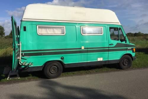 Kampeerbus Mercedes Benz Benji in gemeente Groningen huren van particulier