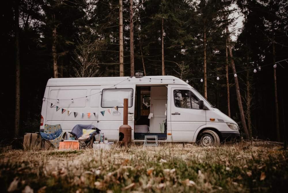 Buscamper Mercedes-Benz Lars: perfect voor buitenmensen en ruim van binnen — UNIEK in Amsterdam huren van particulier