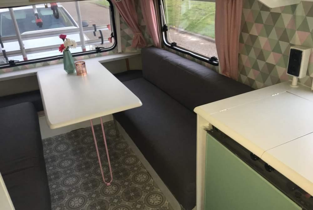 Caravan Eriba  Hippe Eriba toering volledig gerenoveerd voor 3 tot 4 personen in Utrecht huren van particulier