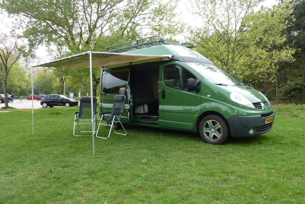 Kampeerbus Renalt Kiwi 3 Renault buscamper geheel zelfvoorzienend in Den Haag huren van particulier